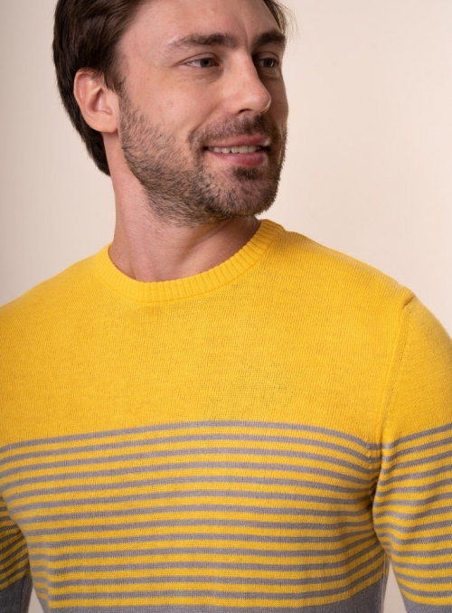 Men's yellow jumper