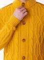Sweater button in yellow with lining on shoulders