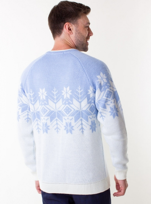 Men's sky-blue sweater in volumous knit.