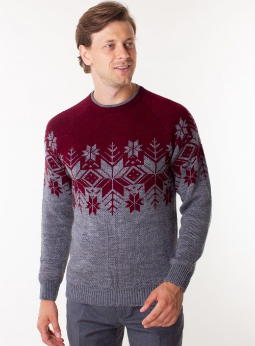 Men's wine color sweater in volumous knit.