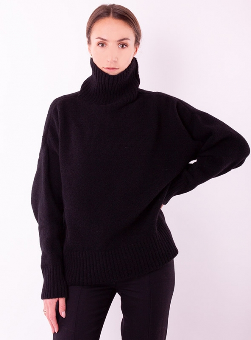 Women's sweater in a large knit